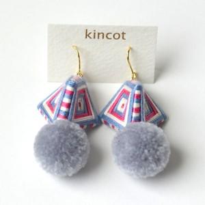 kincot 糸巻きポンポンピアス(ブルーグレー)