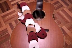 folklore / Multi color【ウロコのようなギターストラップ 】