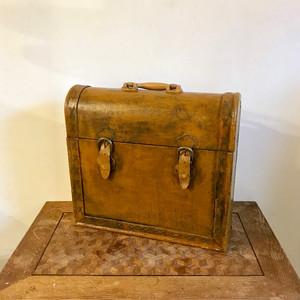 4-Bottle Vintage Trunk Wine Box オランダ