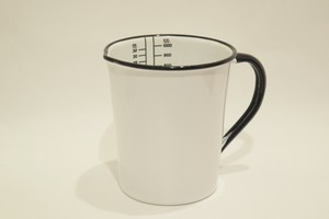 USED Unknown Measuring cup 01070