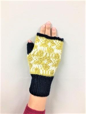 手編みのハンドウォーマー