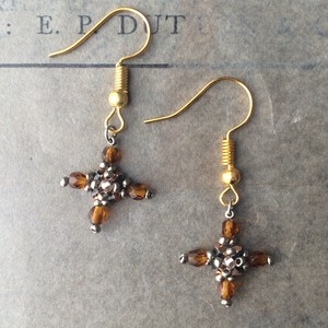 gold brown cross:piace,earring
