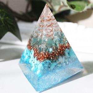 三角錐型オルゴナイト アパタイト&ターコイズ 絆・旅のお守り・災いを寄せ付けない