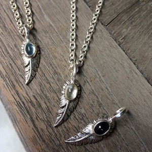 SMALL  FEATHER  ペンダント