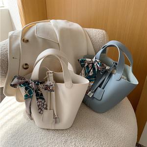 【バッグ】 コーデ シルエットPUレザー大容量としてぴったりで様々なスタイリングに
