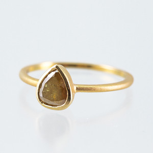 Pear Shaped diamond ring / Brown