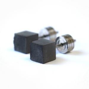 22designstudio Cube Earring (Dark Grey) イヤリング CE04001 ブラック