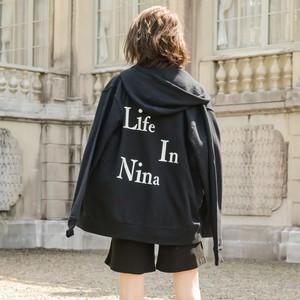 Life In Nina バックロゴunisexパーカー/BK