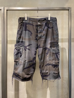 TrAnsference camouflage cargo shorts - midnight garment dyed