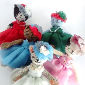 大人の今も夢見る少女。猫好きさんへ届けたい ♥ 猫の編みぐるみ 大ぶりバックチャーム パーティーキャット L