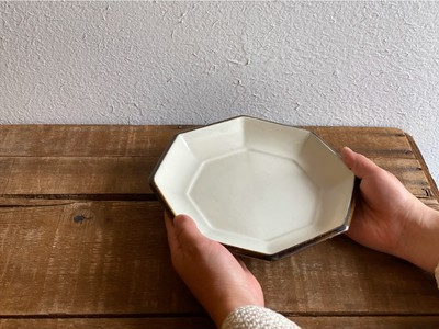 三色展開の八角皿(#黒#飴釉#白)毎日つかえて大活躍のお皿です♪