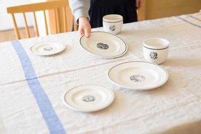 休日の朝食に使いたい、鹿児島睦デザインの食器たち