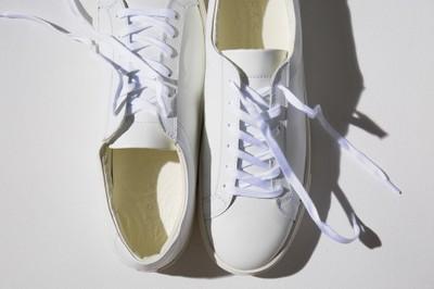 冬のスニーカーは「白スニーカー」で決まり。白スニーカーを使ったコーディネートをご紹介