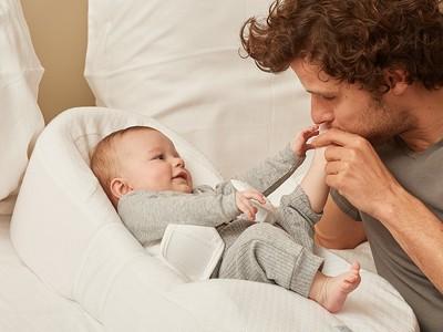 まぁるい寝床の自然なカーブで赤ちゃんぐっすり。ベビーネストで背中スイッチOFF!
