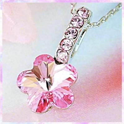 桜の花びらが胸元を華麗に彩るさくらネックレス♡