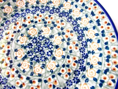 ポーランド陶器メーカー、マヌファクトゥラ社の逸品ともいえるお品です。