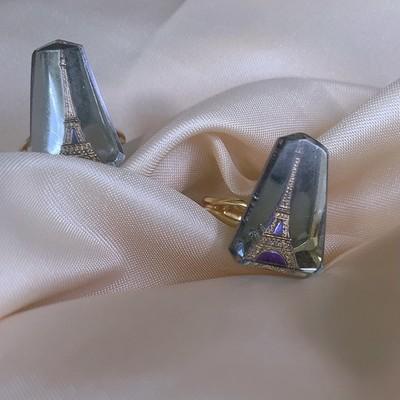 ガラスに入ったおしゃれな1970年代に作られたビンテージエッフェル塔チャームの指輪🇫🇷