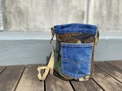 ポケットたくさん、個性溢れるバケツ巾着バッグ