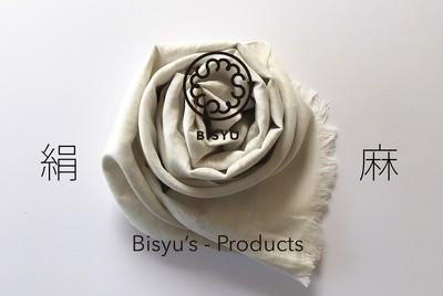 極上の肌触り・柔らかい光沢感と軽さを兼ね備えたシルク麻のストール販売中です。
