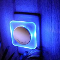 涼しさを感じるやさしい青色のインテリアライト!蒸し暑い夏もちょっとした工夫で快適にすごしましょう♪