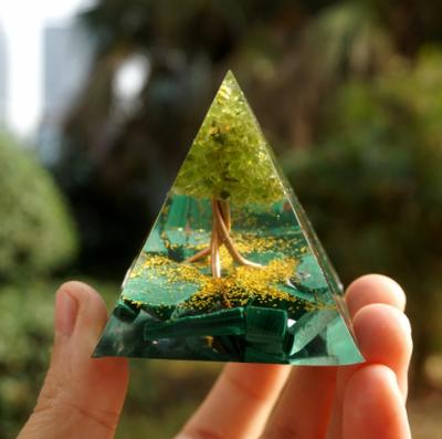 【オルゴナイト】グリーン・ピラミッド型【ヒーリング・マラカイト+ペリドット】