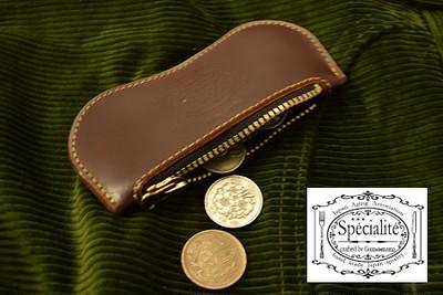 握って良し、ポッケに入れて良し、在りそうで無かった普通の小銭入れを『革の宝石』コードバンで製作