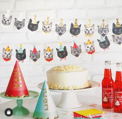 POPな動物のペーパーガーランドを飾るだけで、もうクリスマス気分!