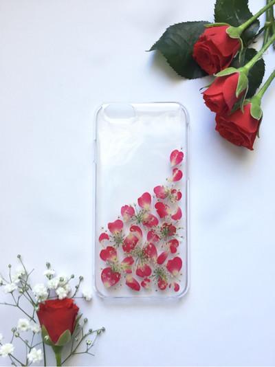 バラの花びらがたくさんの押し花のiPhoneケース