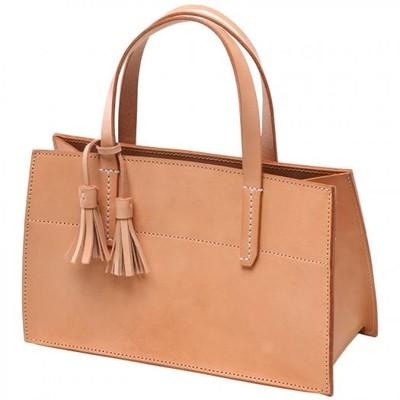 ON,OFFともに使いやすい♡シンプルなデザインでレザーを楽しむハンドメイドハンドバッグ!