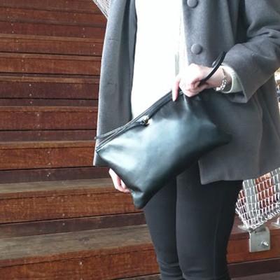 大人の色気漂うクラッチバッグで新しい週末スタイルを!