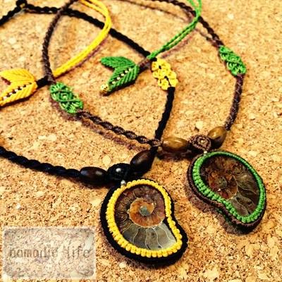 マダガスカル産のアンモナイトでネックレスを作りました。ペアでのご購入では¥1,000OFFします!