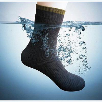 雨や雪の通勤・通学にも負けない!完全防水靴下で快適なウインターライフを。