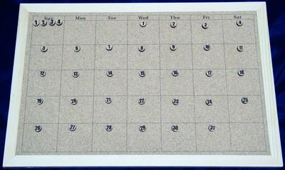繰り返し使えるコルクのカレンダー