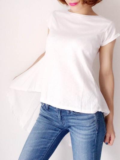 パンツをこんなに可愛く着まわせるなんて♪絶対一枚欲しい「小花柄Ladyトップス」