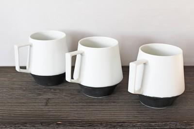白と黒のメリハリある美しいマグカップ 陶芸作家【器とデザイン 宮崎雄太】 入荷です