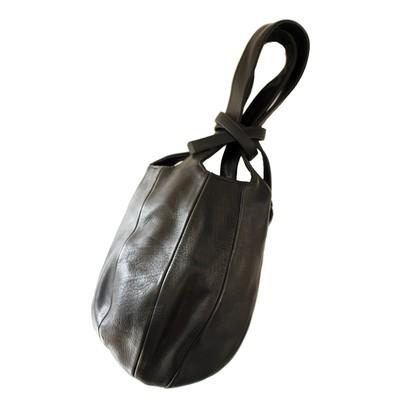 職人が作り出したスタイリッシュでミニマル モードなハンドバッグ【T.A.S】