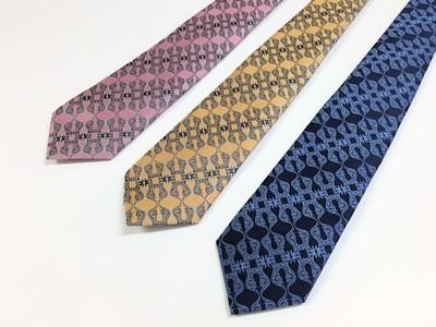 シルクのネクタイで一味違った印象を