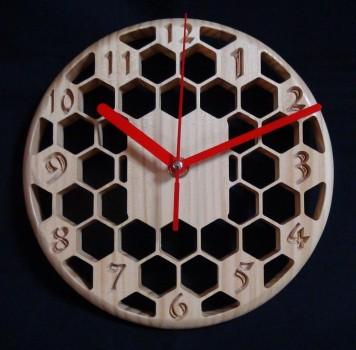 コンパクトで珍しいデザインの【ハニカム掛け時計】