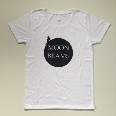 猫と満月をモチーフにしたシンプルでスタイリッシュなTシャツ