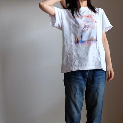 水彩画の様なにじみの世界をTシャツに載せて
