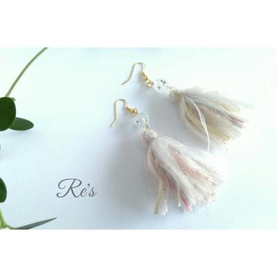 ふわふわ綿菓子タッセルの耳飾りで冬の装い
