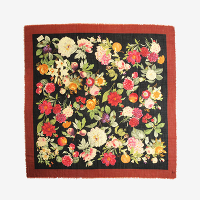 グッチガーデンを纏う。GUCCI BOTANICAL FLOWER SCARF""