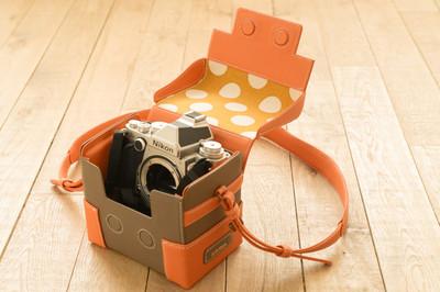 ファッション感覚で持てるカスタムオーダーカメラバッグ誕生!お気に入りの一点を手に入れよう。