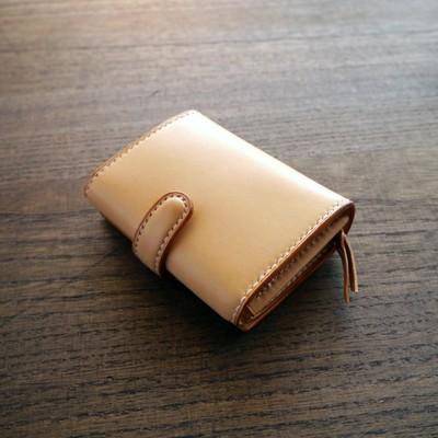 本革の魅力を存分に楽しめる!【COLLO】オリジナル、本格手縫いのお財布を使ってみませんか?