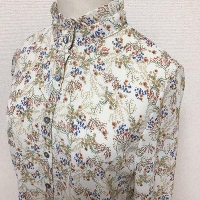【即納】ヴィンテージな花柄×ほどよいフリル襟=絶妙なバランスの上品ブラウス 秋の最新作
