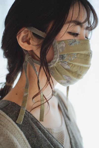 春のお出かけに、こだわり素材のリボンマスク