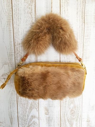 寒い日は、温もりバッグで大人フワモコおしゃれをしてみませんか