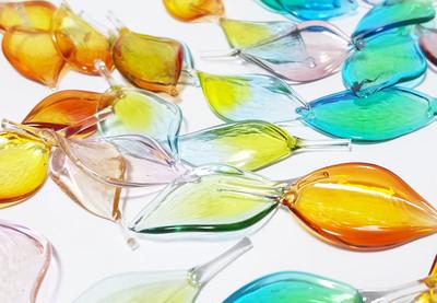 10%引きクーポン配信中!世界がもっとカラフルに。一枚一枚丁寧に作ったガラスの花びら【玻璃の花びら】