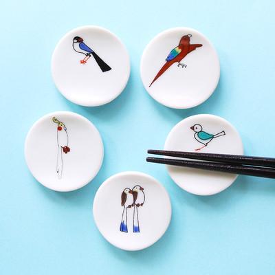 小鳥がお箸の上で休憩中?使うことでデザインが完成する箸置き