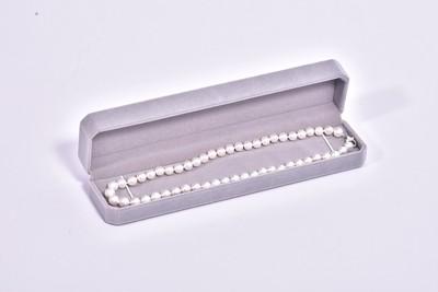 シンプルに仕上げた王道8㎜本真珠ネックレスでエレガントを独り占め